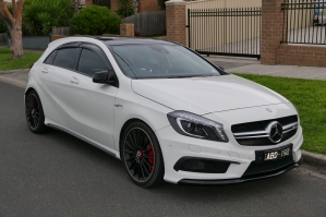 2014_Mercedes-Benz_A_45_AMG_(W_176)_4MATIC_hatchback_(2015-07-10)_01